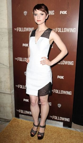 Valorie Curry's Height: Age, Net Worth 2020, Weight, Husband, Biography