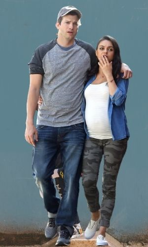 Ashton Kutcher's Height: Wife, Age, Net Worth 2021, Body Stats