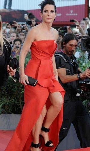 Is Sandra Bullock's height 5 feet 6 inches?