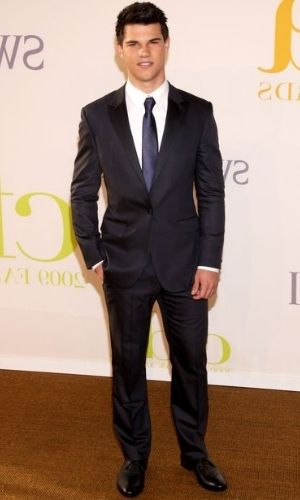 Taylor Lautner's Height: Age, Net Worth 2021, Body Stats, Instagram
